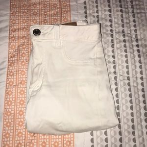 American Eagle white distressed jeggings
